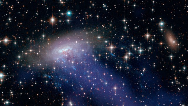 Hubble and Chandra images of ESO 137-001
